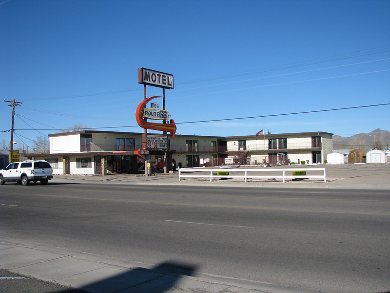 In the morning my parent took us to breakfast at a place on Andy Devine aka Rounte 66. This motel was across the street.