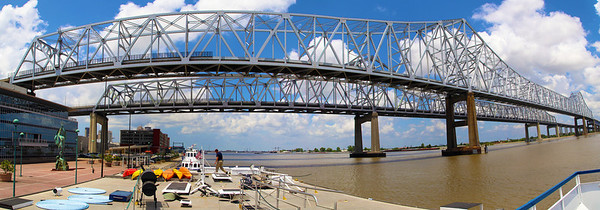 The great Mississippi River Bridge.