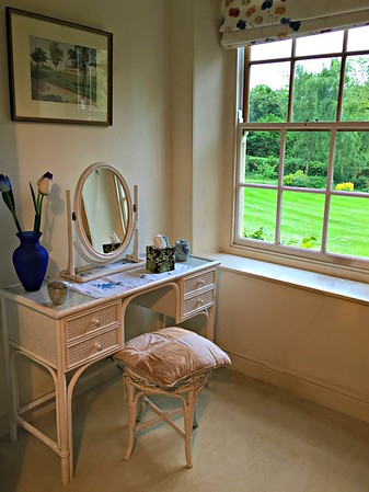 Vanity in the twin bedroom at Washingford House
