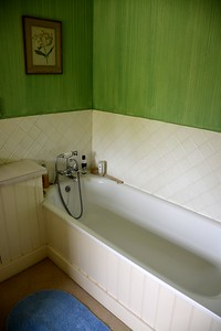 Bathtub in the Twin Bedroom at Washingford House