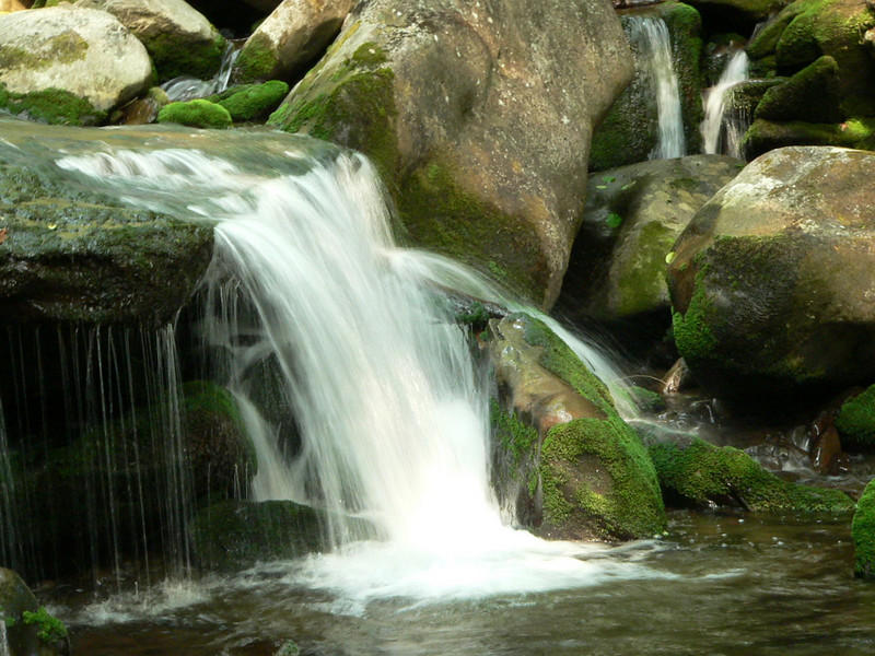 Small cascades