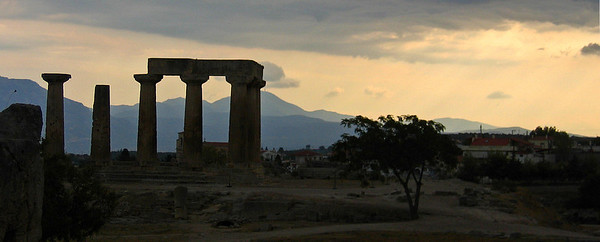 Apollon tempperi Antiikin Korintissa, 2004. Temple of Apollo, Ancient Corinth.