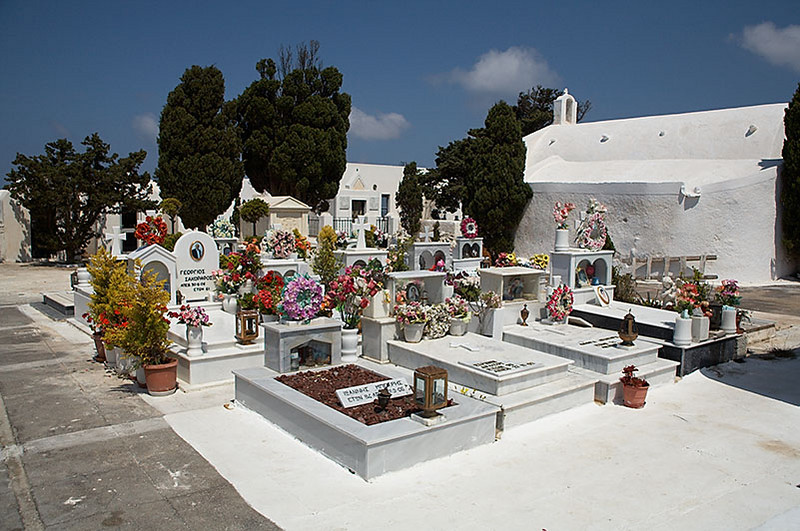 A white but still colorful cemetary between Fira and Ia.