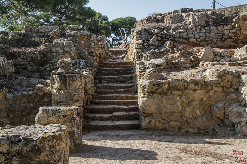 Getting around the archeological site of Phaistos - staircase 2