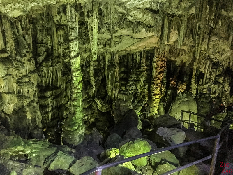 Formations in the Zeus cave's chamber 4