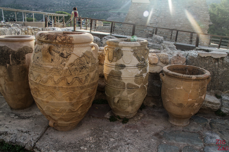 palace of Knossos architecture - jars
