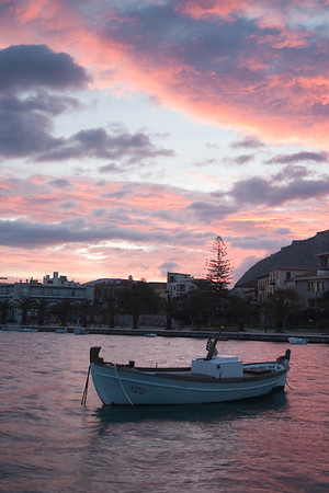 Sunrise, Nafplion Harbor 700pix-3921