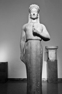 Kore from Merenda, Attica (c. 650 BC) National Archaeological Museum Athens, Greece