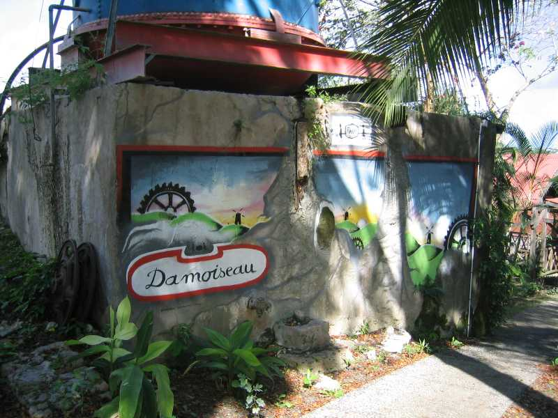 Decorative murals at Distillerie Damoiseau.