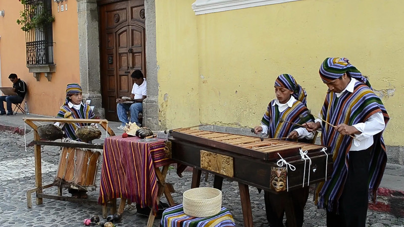 Buskers in Antigua