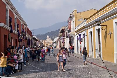 5a Avenida Norte with The Arch of Santa Catalina in the background, La Antigua Guatemala, UNESCO World Cultural Heritage