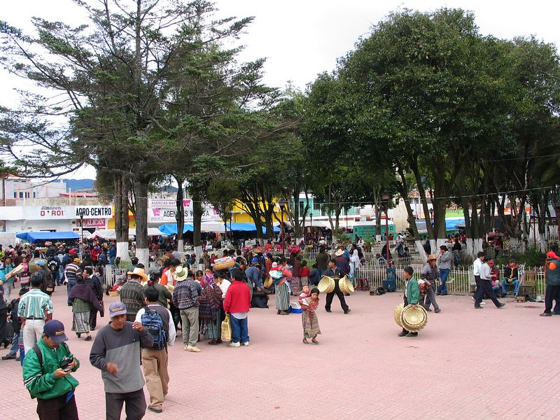 The park and market in Totonicopan.