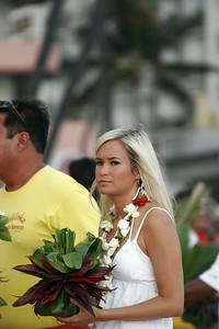 HOKU HO DAUGHTER HOLDING THE ASHES OF THE LATE GREAT DON HO