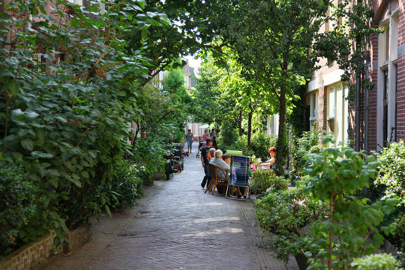 Lots of sidestreets are like this. People here are really socially engaged with the neighbours, something that is disappearing fom our dutch society...