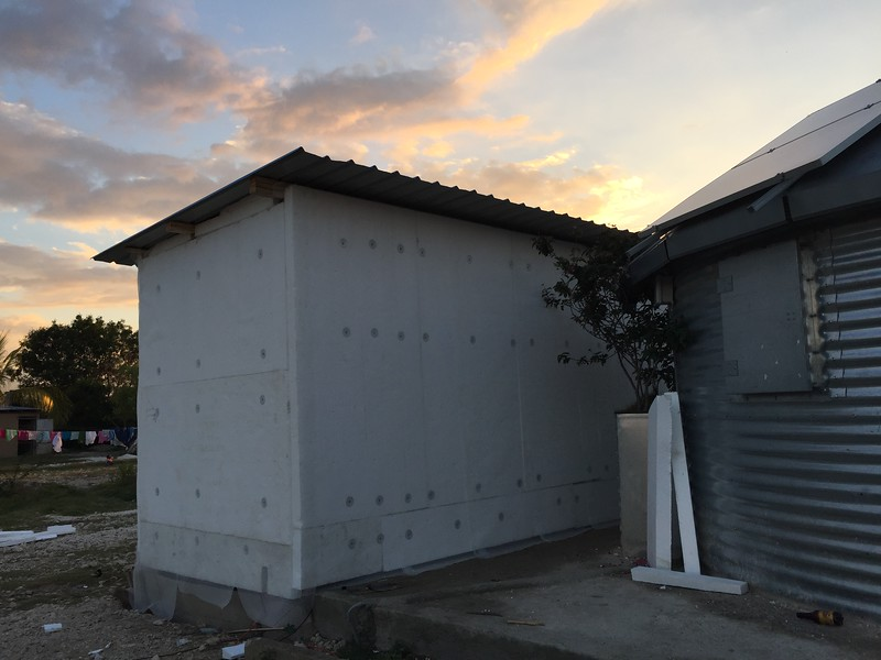 DAY 7<br /> End of the day. Roof installed, final styrofoam and mesh wrap installed. Exterior is ready for cement!