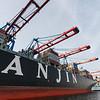 Containerschiff während der Entladung