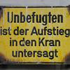 2011-03-09.  Obehörig klättring i kranen förbjuden. Hamburg [DEU]