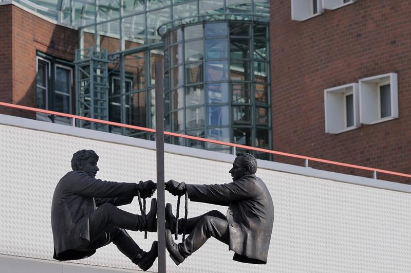 """2011-03-11. """"Togetherness"""", 2000, brons, Leo Wirth of Weikersheim-Laudenbach. Hamburg [DEU]"""