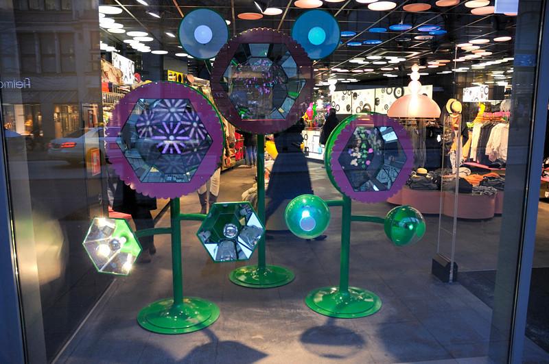2011-03-10  DU vill HA! köp, Köp, KÖP! Konsumtionshypnosmaskiner. Hamburg [DEU]