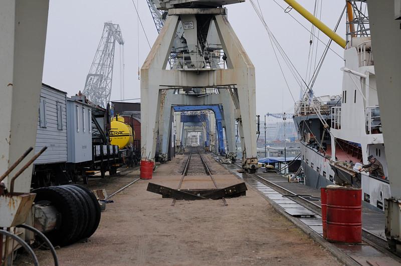 2011-03-09. öser fartyget. Hamburg [DEU]
