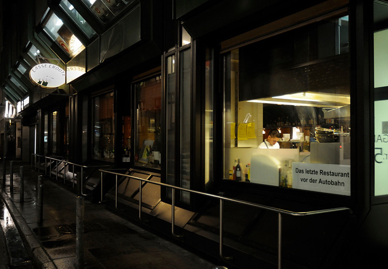 2011-03-09.  Den sista restaurangen innan Autobahn. Hamburg [DEU]