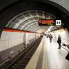 2011-03-10. U-bahnstation: Gänsemarkt. Hamburg [DEU]<br /> Nix, det är INTE jag på bilden men han var allt bra lik mig eller jag honom! Personen stegade fram och tittade på mig kort innan jag tog kortet... Tunnelbanan kom och han åkte iväg.