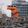 2011-03-10.  en orange T-Rex på jakt i HafenCity. Hamburg [DEU]