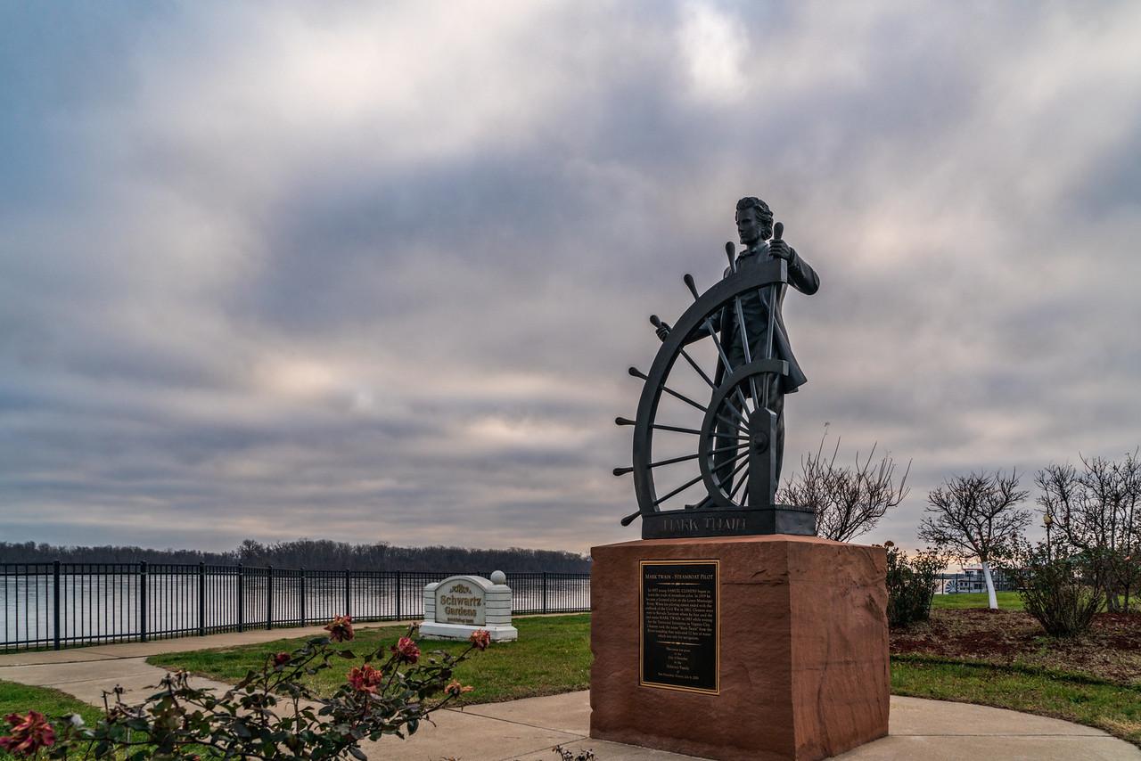 mark twain statue