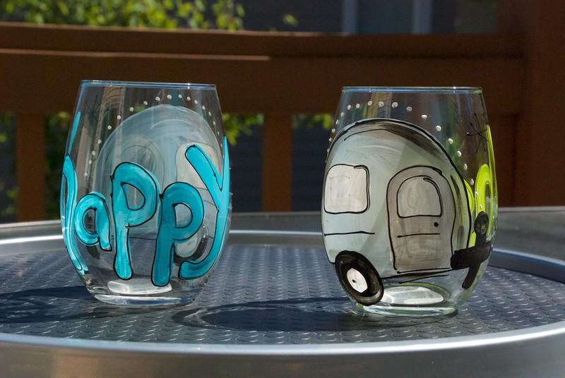 Happy wine glasses, obverse