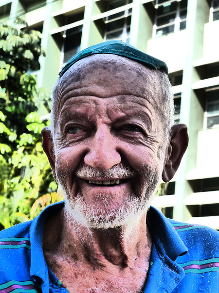89 year old Shlomo - sent to Cuba when he arrived in the US with no papers in 1950