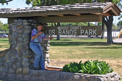 There's a lovely park, Los Baños park, with picnic tables, right next to the road through town. I never noticed it before, despite having driven through here dozens of times, because I never needed a park with picnic tables. We pull over easily and park.
