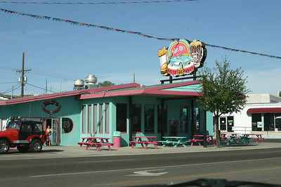 Across the street, in true Route 66 style, a very nifty-looking fast-food place. But we weren't hungry yet and so didn't stop. I loved the colors! Not quite the same as bright purple with blue, but pretty darned close.