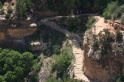 Another telephoto of Bright Angel Trail, showing steps.