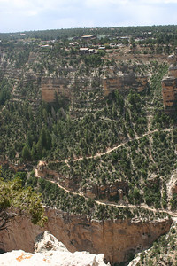 Close-up of the next part of Bright Angel Trail.