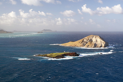 Manana Island (Rabbit Island) and Kaohikaipu Island (Turtle Island, smaller) from Makapuʻu Point, Oahu, Hawaii.