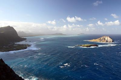 Manana Island (Rabbit Island) and Kaohikaipu Island (Turtle Island, smaller) from Makapuʻu Point, Oahu, Hawaii. Waimanalo and Kailua in the back.