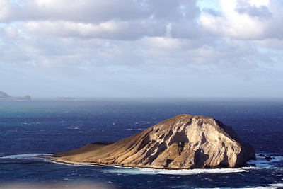 Manana Island (Rabbit Island) from Makapuʻu Point, Oahu, Hawaii. Kailua in the back.