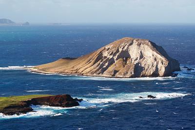 Manana Island (Rabbit Island) and Kaohikaipu Island (Turtle Island, smaller) from Makapuʻu Point, Oahu, Hawaii.