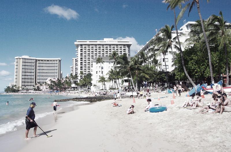 Waikiki Beach. Quiet peaceful family paradise. Not!