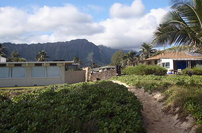 View from the beach at the Koolau mountain range. Waimanalo Beach, Oahu, Hawaii