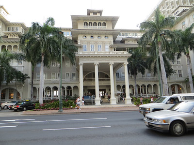 As an antidote to the rather flamboyant architecture of some of the Waikiki hotels, there is the Moana Surfrider, which looks extremely elegant to me.