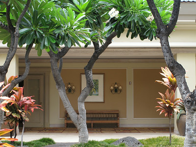 The Fairmont Orchid has very nice open layout with pleasant atriums.  Hotel Fairmont Orchid ma przyjemny otwarty plan z atriami.