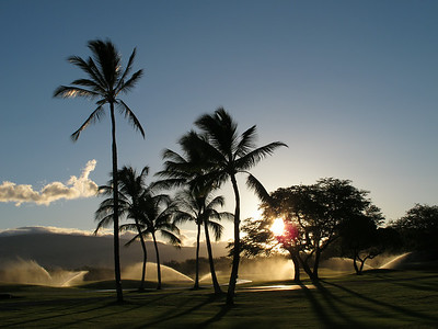 Sunrise at the golf course next to the Fairmont Orchid.  Wschod slonca na polu golfowym kolo hotelu.