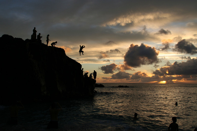 Jumping rock, Waimea Bay