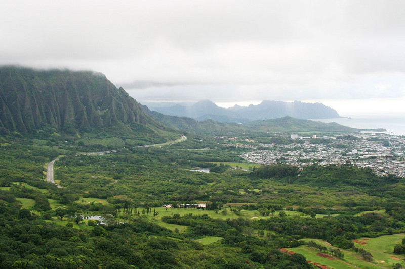 "<a href=""http://www.portaloha.com/SecretsOfHawaii/PaliLookout.htm""><span style=""color:#388E8E;"">Pali Lookout</span></a>, on the Pali Hwy.  Cliffs of Ko'olau, Hwy 63, and Kane'ohe town."