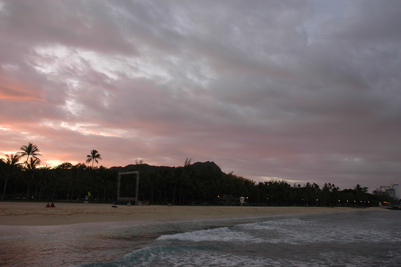 Sunrise Waikiki<br /> Looking towards Diamond Head