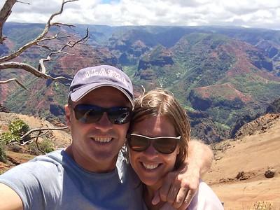 Genieten van de Waimea Canyon. Kaua'i, Hawaii, USA.