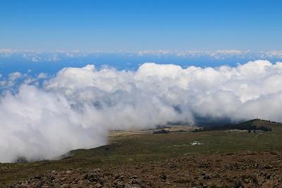 Boven de wolken @ Haleakalā Crater Road. Maui, Hawaii, USA.