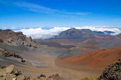 Haleakalā Crater vanaf Puʻu ʻUlaʻula (de summit).  Haleakalā National Park, Maui, Hawaii, USA.