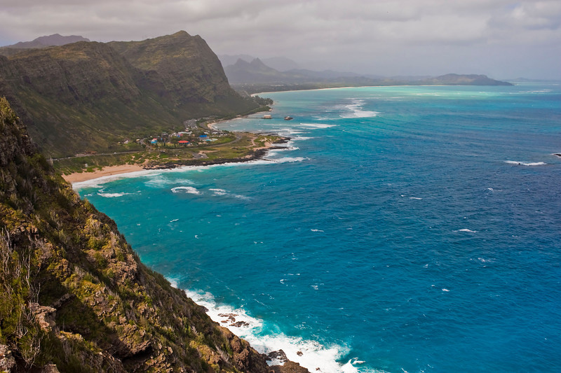 Makapuʻu Beach and Waimānalo Bay beyond seen from the highway overlook at Makapuʻu Point